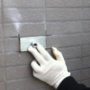 饰面砖表面切割至基体表面的矩形缝或正方形缝
